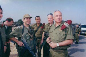 """אמנון ליפקין שחק, יואב גלנט ויום טוב סמיה (צילום: דובר צה""""ל, משרד הביטחון)"""
