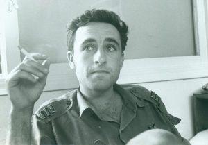 """אמנון ליפקין שחק, 1968, טס קבלת עיטור העוז (צילום: דובר צה""""ל במחנה)"""