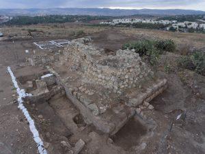 חשיפת המצודה הרומית בגבעת התיתורה