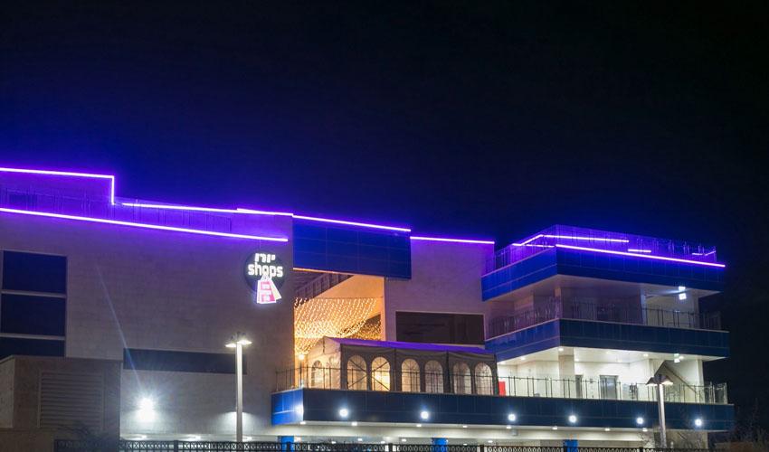 התאורה החיצונית במרכז המסחרי יורו שופס (צילום: יורו ישראל)