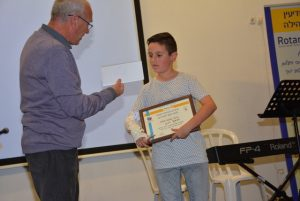 דניאל דדון - במקום השלישי של תחרות הנואם הצעיר (צילום: דוברות עיריית מודיעין מכבים רעות)