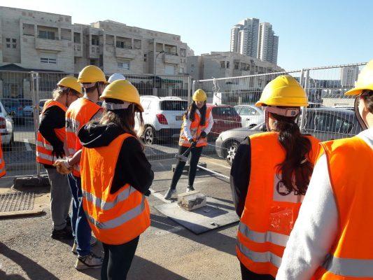קורס פיקוד העורף בהשתתפות תלמידי עירוני ד' (צילום: דוברות עיריית מודיעין מכבים רעות)