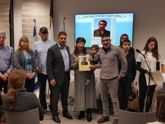 """משפחתו של אלמוג שילוני ז""""ל (צילום: דוברות עיריית מודיעין מכבים רעות)"""
