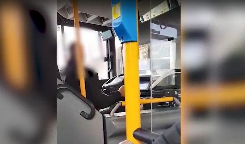 תיעוד מתוך האוטובוס (צילום: דוברות המשטרה)