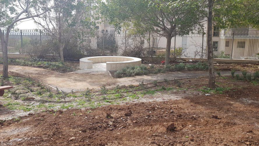 החצר הלימודית בעירוני א' (צילום: דוברות עיריית מודיעין מכבים רעות)