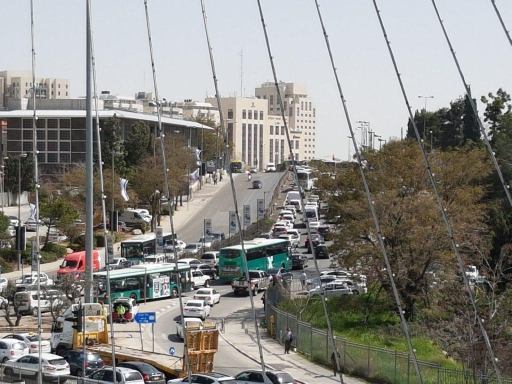 הכניסה לירושלים, השבוע