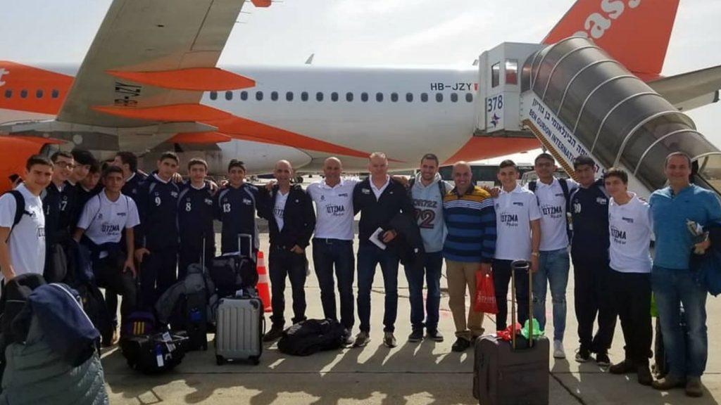 הנערים של עוצמה מודיעין בדרך לטורניר בצרפת (צילום: עוצמה מודיעין)
