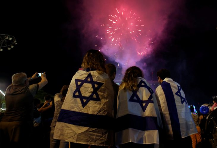 מופע זיקוקים ביום העצמאות (צילום: רויטרס/ BAZ RATNER)