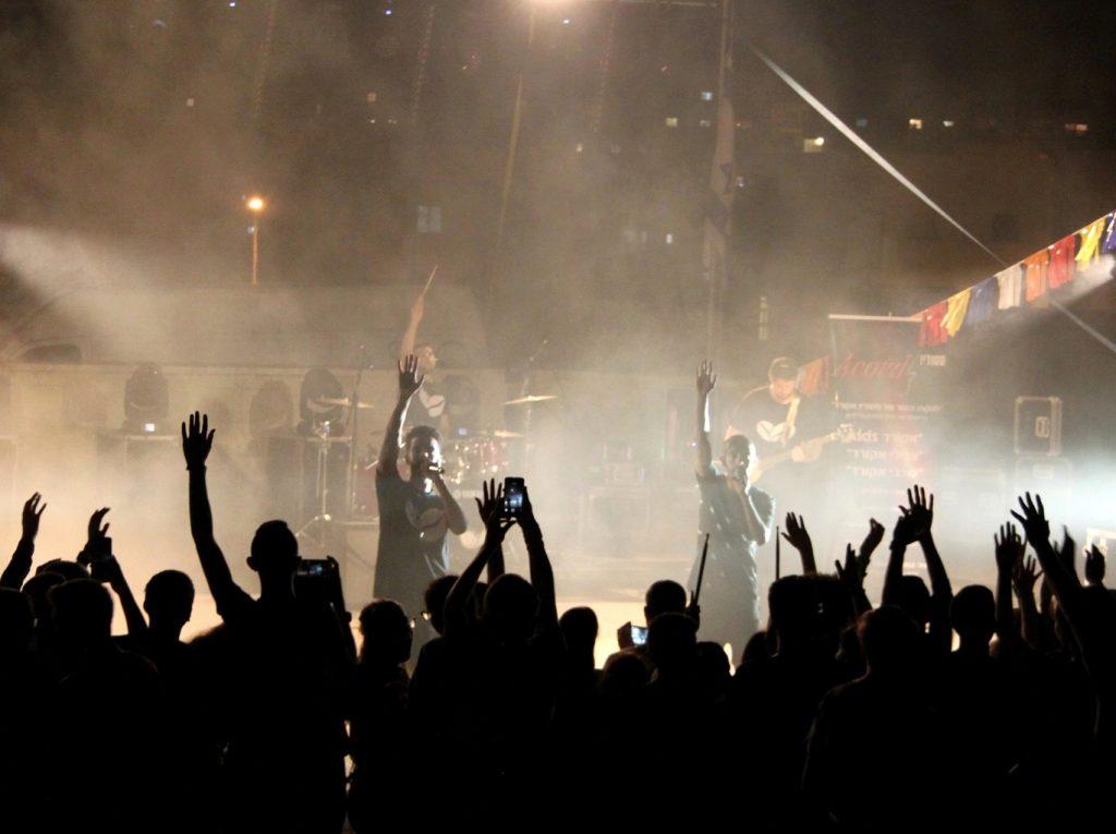 כוכבי הבמה בשבוע הנוער מודיעין (צילום: דוברות עיריית מודיעין)