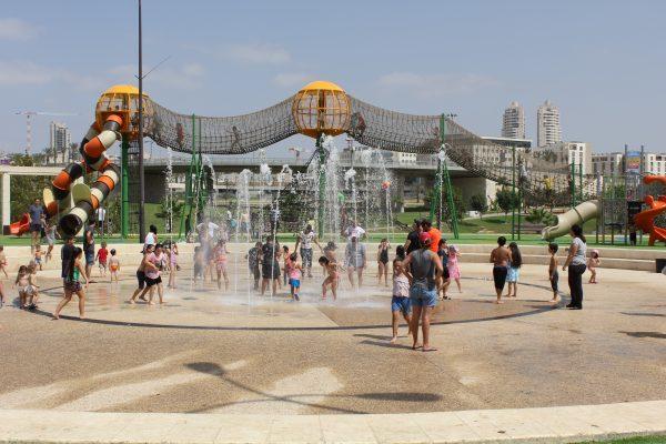 המזרקות בפארק ענבה (צילום: דוברות עיריית מודיעין מכבים רעות)