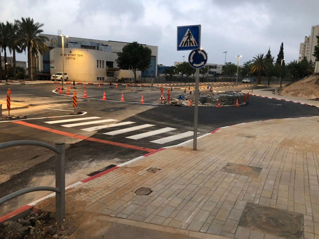 הכיכר החדשה בצומת הרחובות דם המכבים-צאלון (צילום: דוברות עיריית מודיעין מכבים רעות)