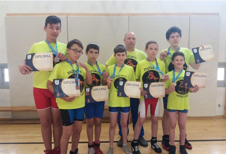 הישגים למתאבקים באליפות ישראל לבתי הספר המצטיינים (צילום: דוברות עיריית מודיעין מכבים רעות)