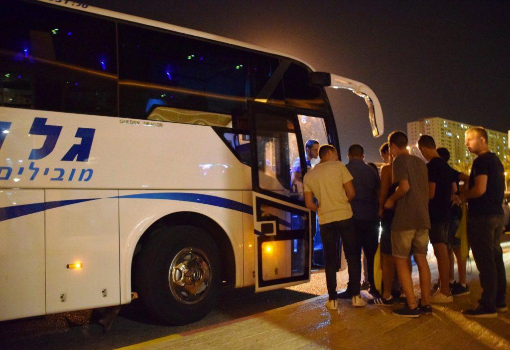אוטובוס הטרמפים במודיעין (צילום: דוברות עיריית מודיעין מכבים רעות)