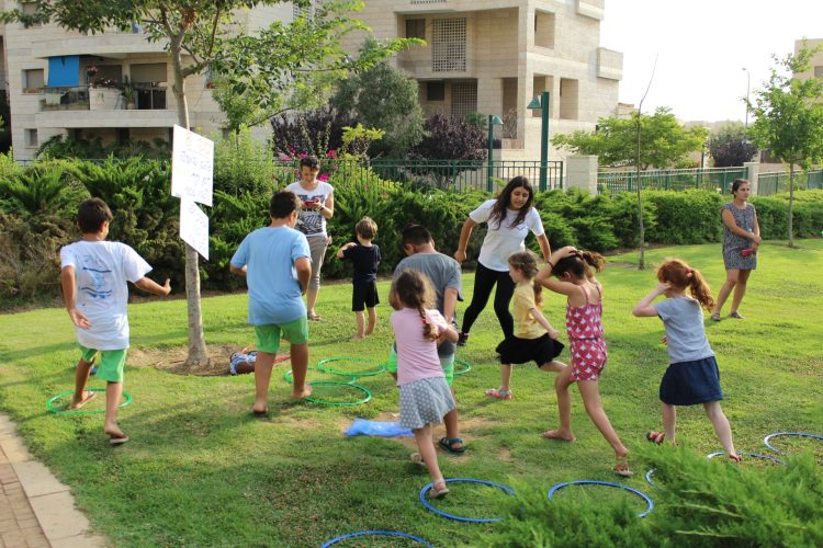 משחקים בפארק (צילום: דוברות עיריית מודיעין מכבים רעות)