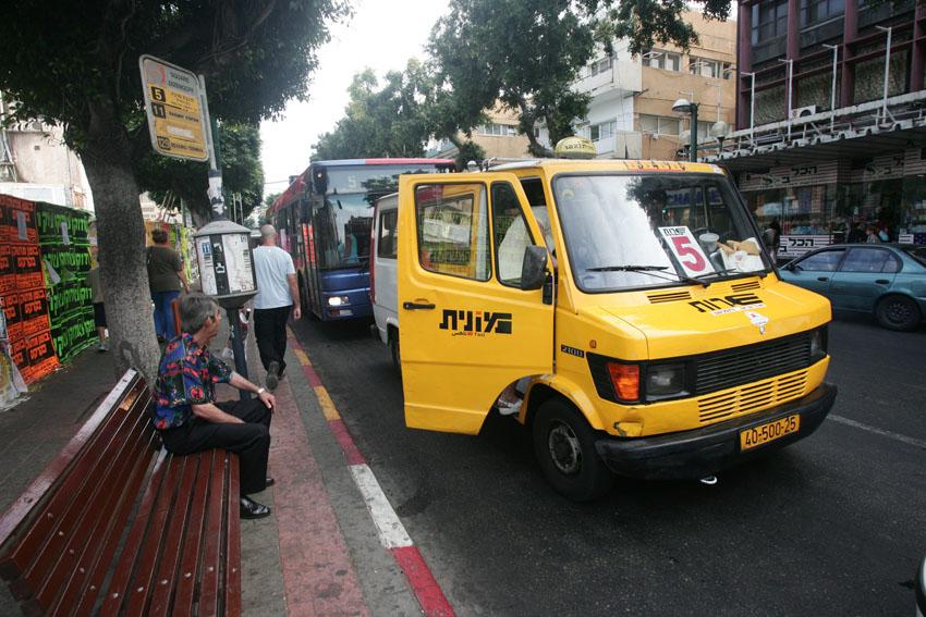 מונית שירות בתל אביב, בקרוב במודיעין (צילום: אסף עברון)