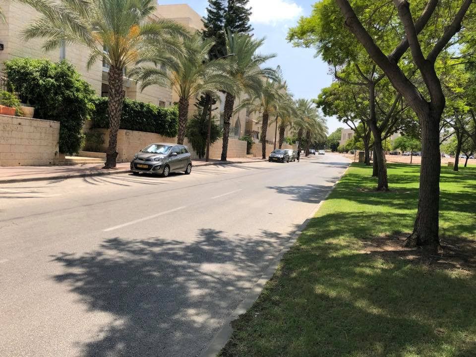רחוב עמק החולה, שכונת הנחלים (צילום: סיון דוניצה)