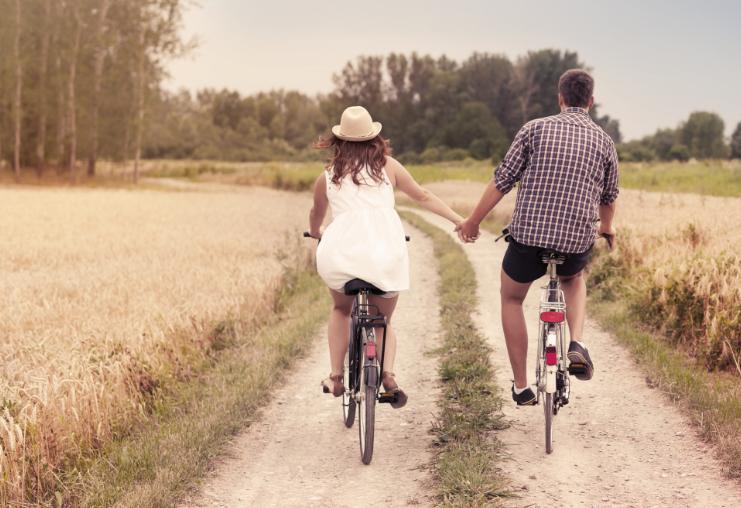 משאל לזוגות צעירים (Shutterstock)