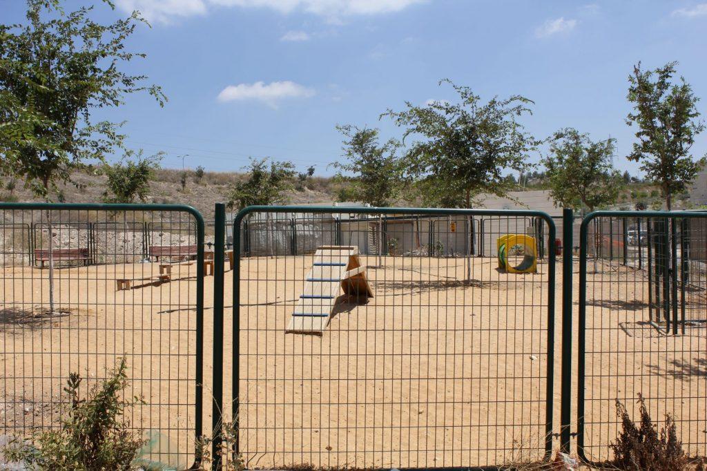 פארק הכלבים בשכונת הכרמים (צילום: דוברות עיריית מודיעין מכבים רעות)