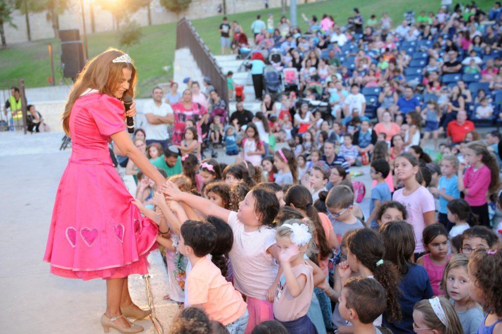 מלכת הילדים רינת גבאי (צילום: חורחה נובומינסקי)