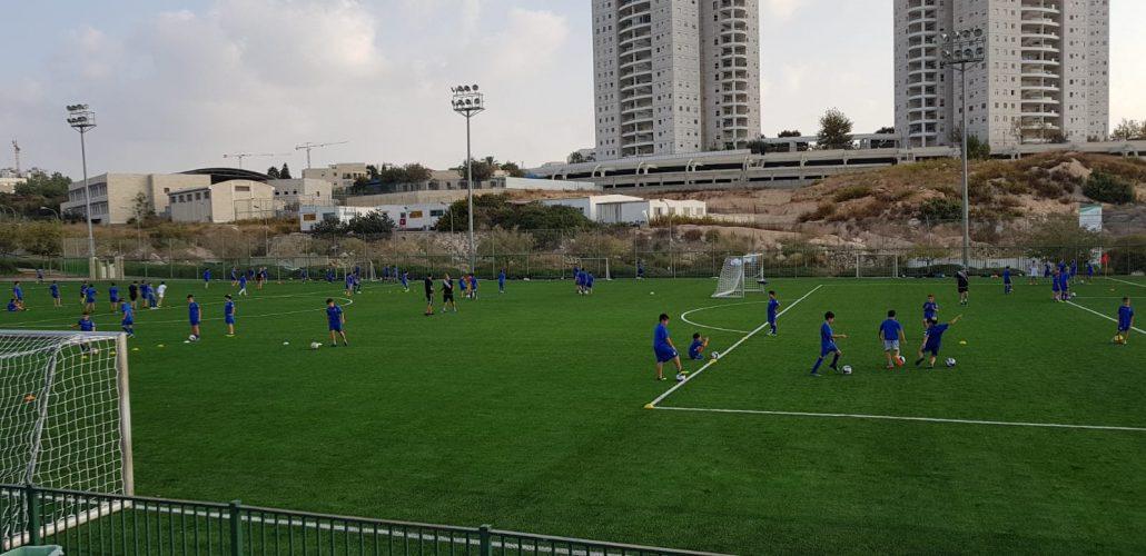 מגרש הכדורגל ברחוב עמק בית שאן, מודיעין (צילום: דוברות עיריית מודיעין מכבים רעות)