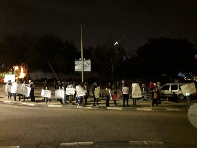 הפגנת מורי המוזיקה מול בניין עיריית מודיעין (צילום: אסף אדיב)