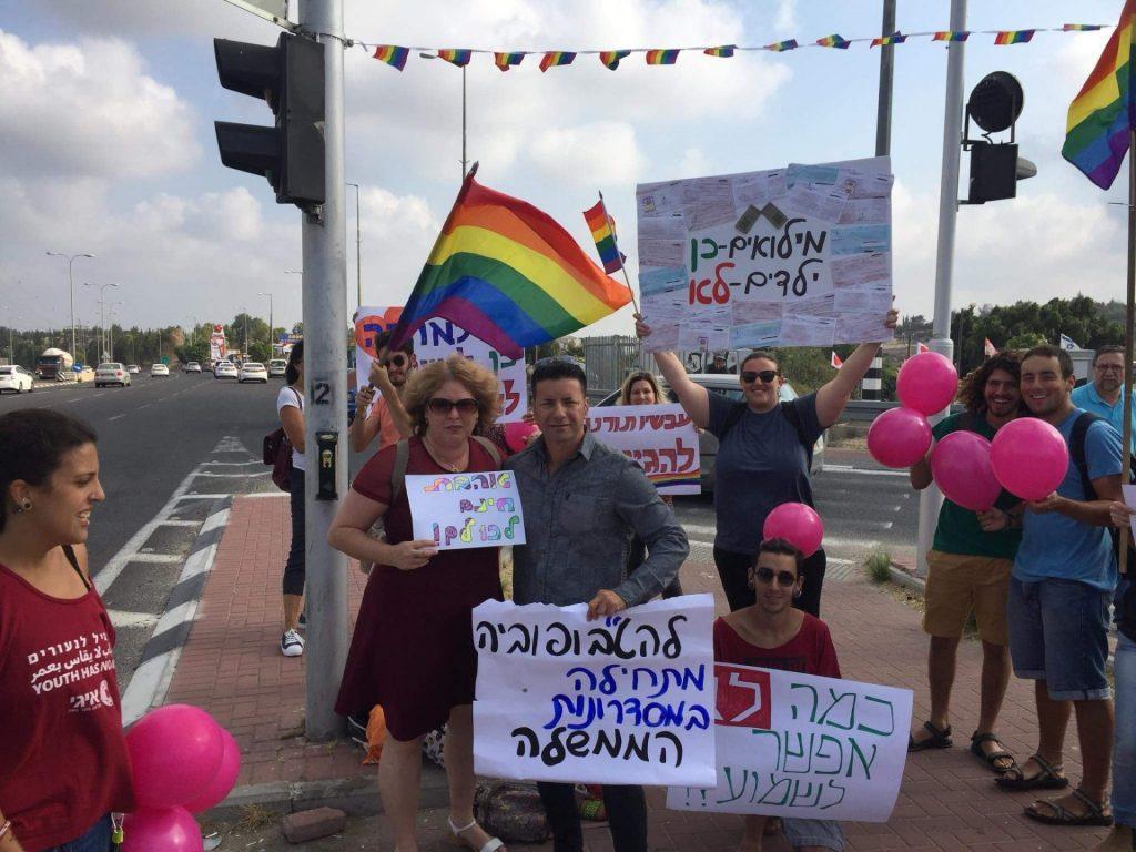 שחר מי-און בהפגנה למען קידום הקהילה הגאה (צילום: מתוך דף הפייסבוק של שחר מי-און)