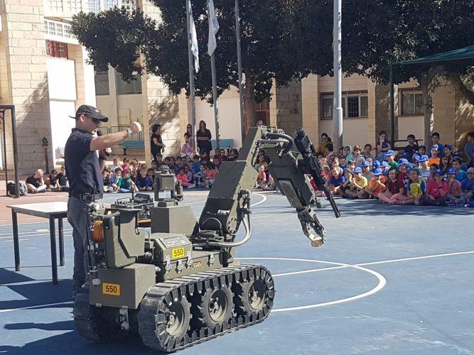 יום משטרה וקהילה בבית הספר היובל (צילום: דוברות עיריית מודיעין מכבים רעות)