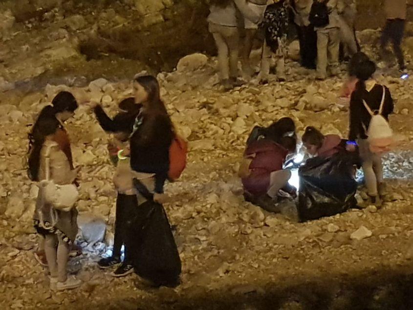 ניקיון נחל ענבה (צילום: דוברות עיריית מודיעין מכבים רעות)