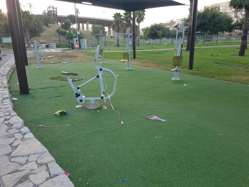 פארק ענבה - זוהמה ולכלוך בחודש אוגוסט (צילום: שחר מי-און)