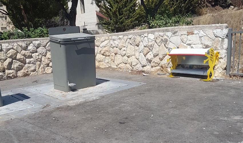פינות האכלה לחתולים בארמון הנציב בירושלים (צילום: דוברות עיריית ירושלים)