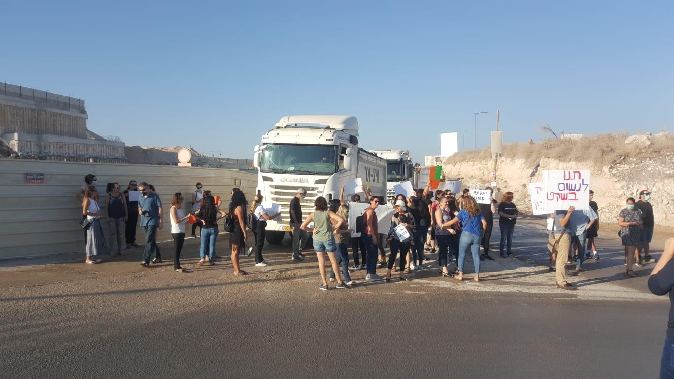 ההפגנה הבוקר בשכונת אבני חן (צילום: נאוה אילון)