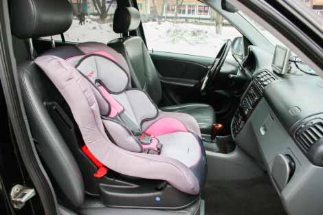אילוסטרציה כיסא תינוק ברכב
