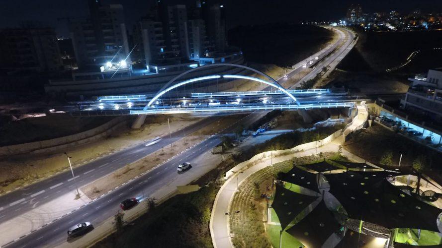 הגשר המחבר בין שכונת נופים לבין שכונת הציפורים (צילום: דוברות עיריית מודיעין מכבים רעות)
