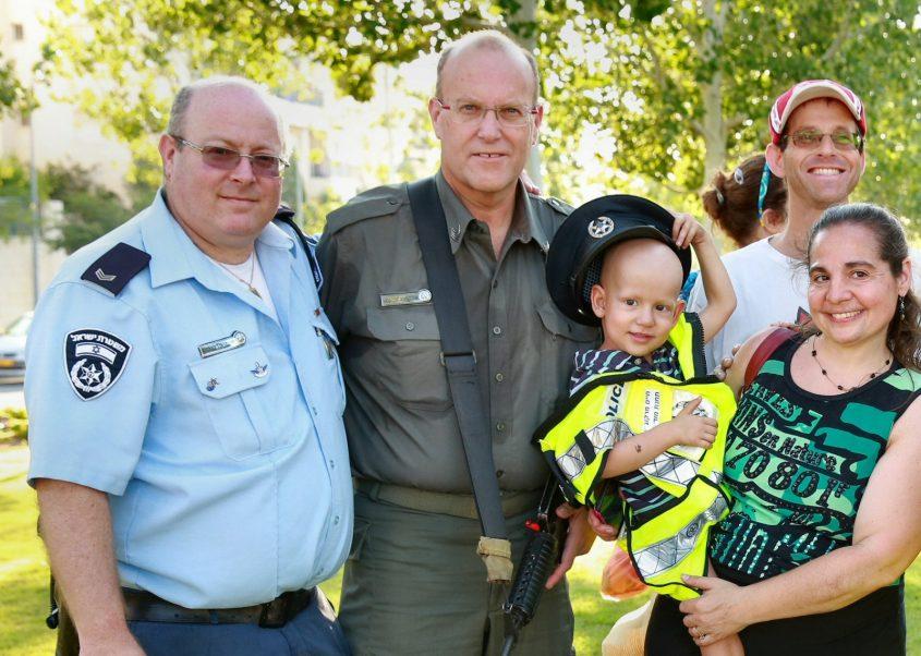 יובל רוזנצוויג ומשפחתו, ביום הביטחון הקהילתי במודיעין (צילום: פרטי)