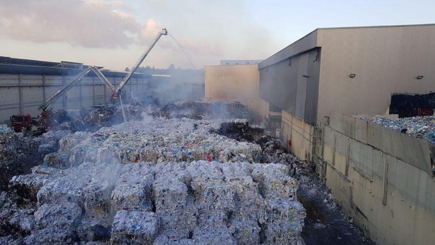 מפעל הנייר אמניר - לאחר השריפה (צילום: מפעל אמניר)