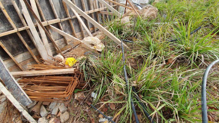 מפגעים בטיילת שדרות השחמונאים - פסולת בנייה (צילום: פרטי)
