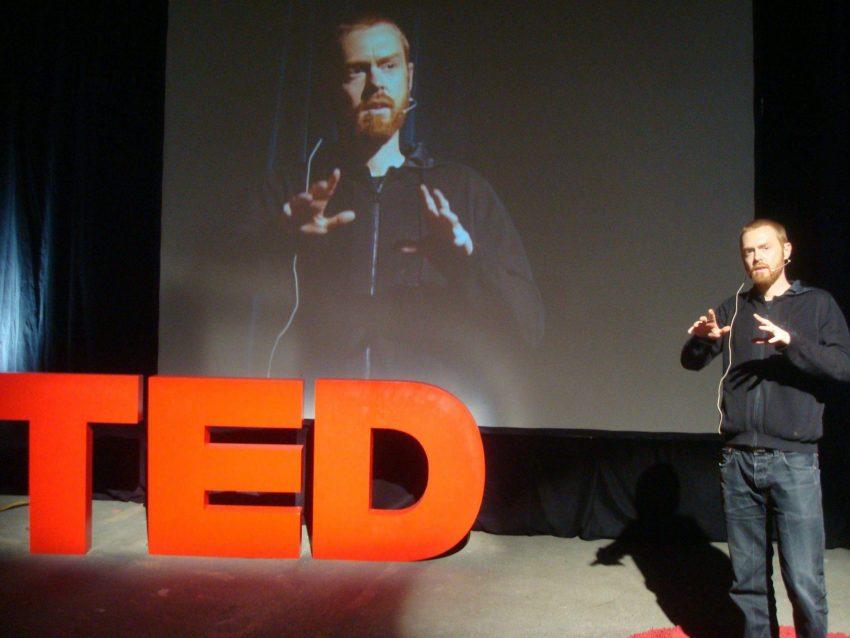 """אוון רות, מאמני הדיגיטל המצליחים בארה""""ב, בהרצאת טד (צילום: נטע אלכסנדר)"""