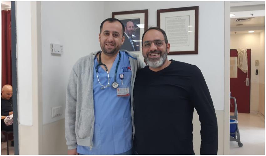 """רן נידם עם ד""""ר פאדי סלח, הרופא שהציל את חייו (צילום: חביב גבאי)"""