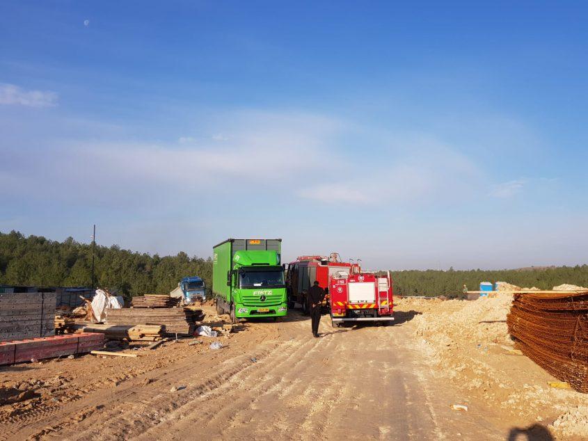 האתר הבנייה - פועל צנח מגובה (צילום: איחוד הצלה)