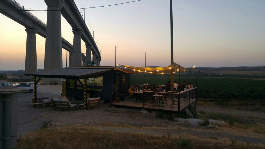 DMZ קרון האוכל (צילום: דף הפייסבוק של DMZ - Killer Sliders)