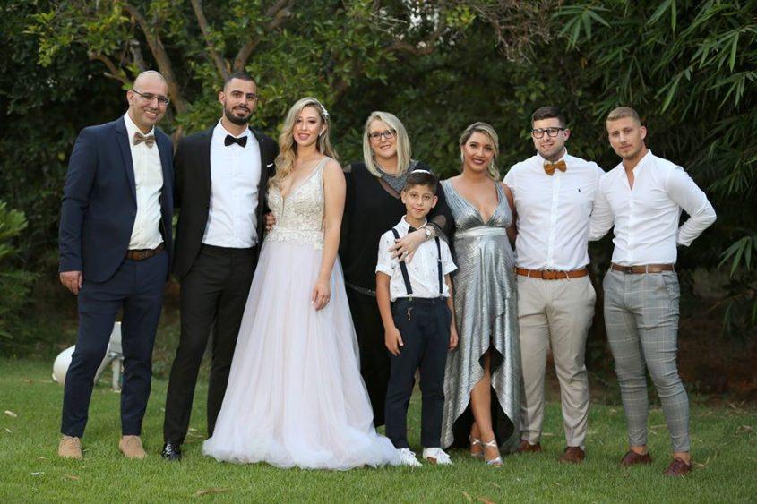 אריאלה פיקסלר אלון עם משפחתה (צילום: פרטי)