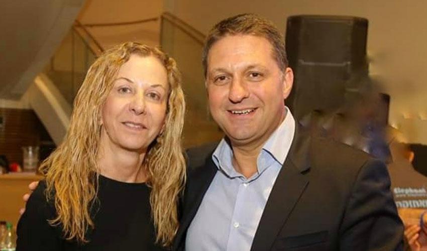"""ראש העיר חיים ביבס עם ריקי הראל ז""""ל (צילום: דף הפייסבוק של חיים ביבס)"""