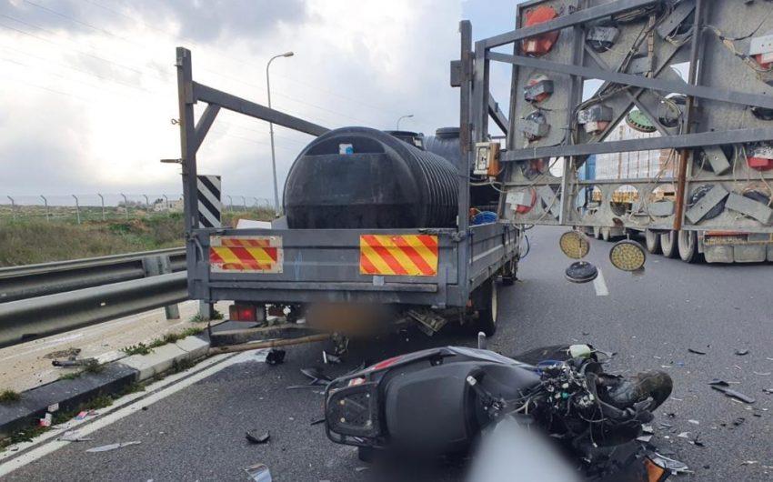 """זירת התאונה בכביש 443 (צילום: תיעוד מבצעי מד""""א)"""