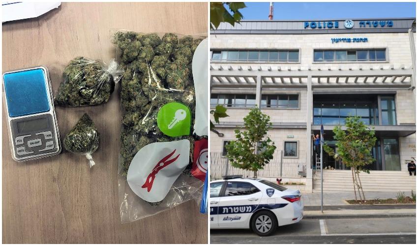 תחנת משטרת מודיעין, סם המריחואנה והמשקל הדיגיטלי שנתפסו בחיפוש המשטרתי (צילום: משטרת ישראל)