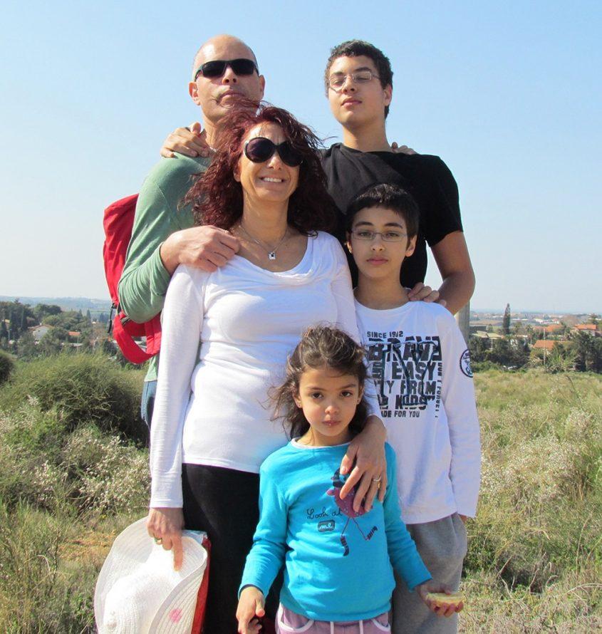 """נעם כנפו ז""""ל ומשפחתו (צילום: פרטי)"""