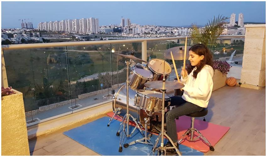קונצרט מהמרפסת (צילום: דוברות עמותת סחלבים)