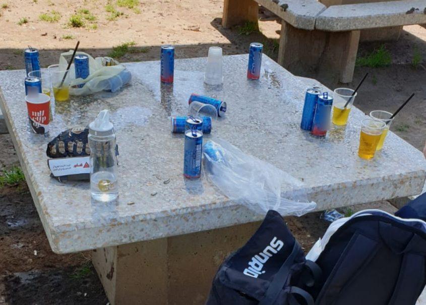 אלכוהול בפארק במודיעין (צילום: דוברות המשטרה)