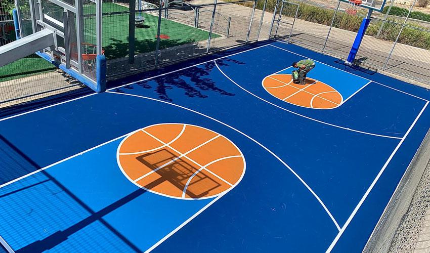 חידוש מגרש הכדורסל בעמק זבולון (צילום: דוברות עיריית מודיעין מכבים רעות)
