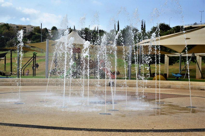 מזרקות בפארק ענבה (צילום: יואל תמנליס)