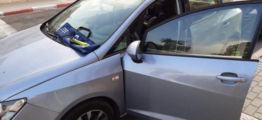 רכב שבו ננעל ילד ונפתח על ידי מתנדבי ארגון ידידים בחודש האחרון במודיעין (צילום: ארגון ידידים)